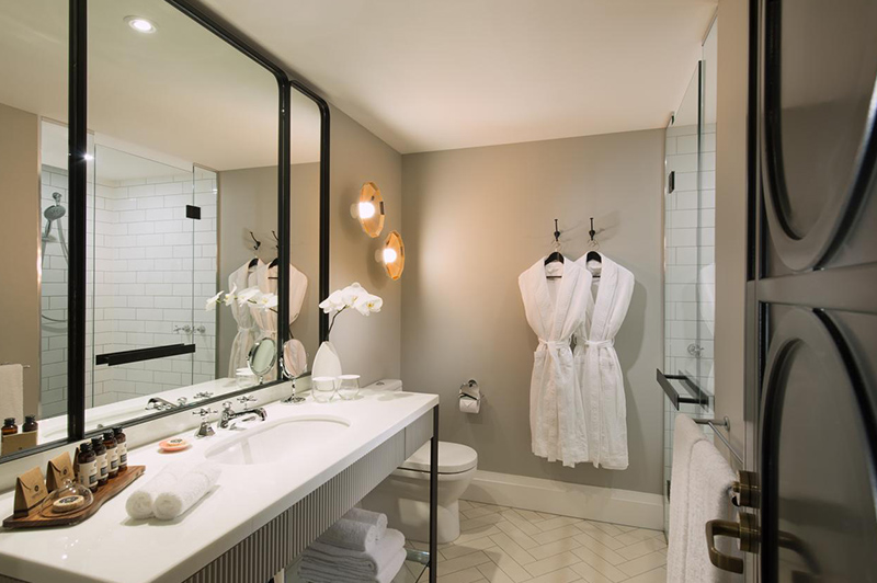 Executive Mayfair King Suite Bathroom